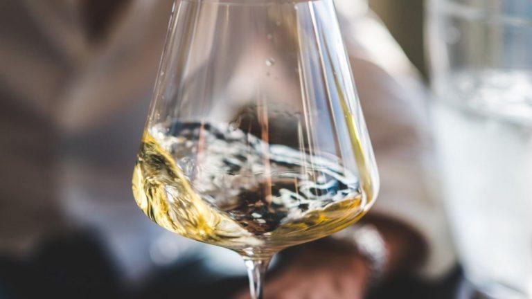 Come degustare un vino: ecco alcuni consigli